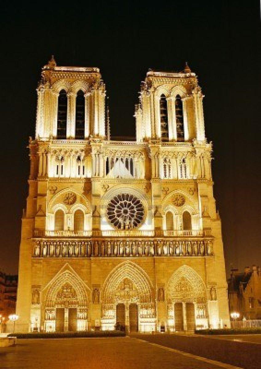 5621494-nacht-sicht-der-kathedrale-notre-dame--paris-frankreich